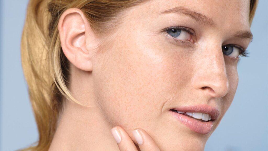 La Roche Posay – Exfolia tu rostro correctamente
